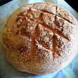 Chleb orkiszowy zaraz po upieczeniu