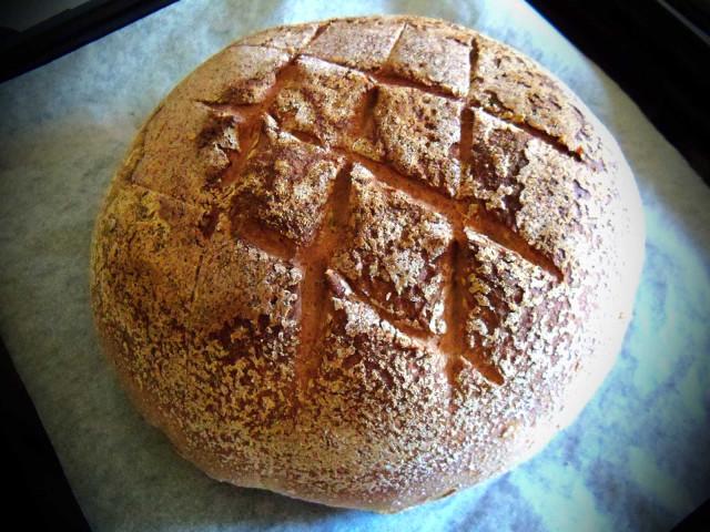Chleb orkiszowy zaraz poupieczeniu