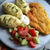 Schabowy z kurczaka z kartoflami i mizerią