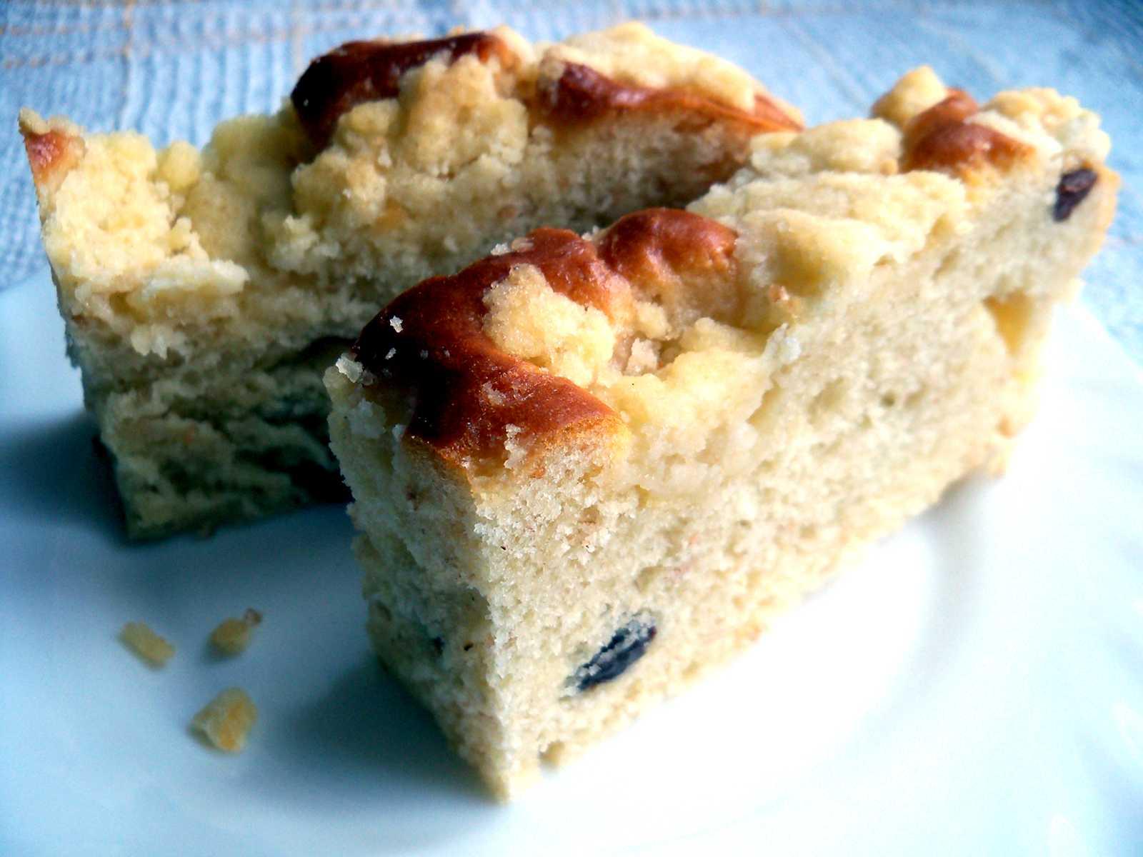 Ciasto drożdżowe zkruszonką irodzynkami