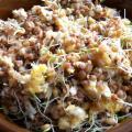 Jajecznica z kaszą gryczaną i kiełkami pszenicy