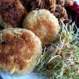 Kotlety jajeczne zkiełkami pszenicy iburakami ćwikłowymi