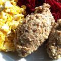 Puree ziemniaczane z kaszą gryczaną, jajecznicą i tarte buraczki ćwikłowe