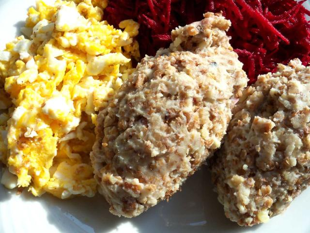 Puree ziemniaczane zkasza gryczana, jajecznica itarte buraczki cwikłowe