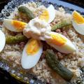 sałatka z tuńczyka - składniki na talerzu