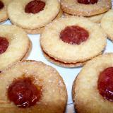 Kruche ciasteczka truskawkowe