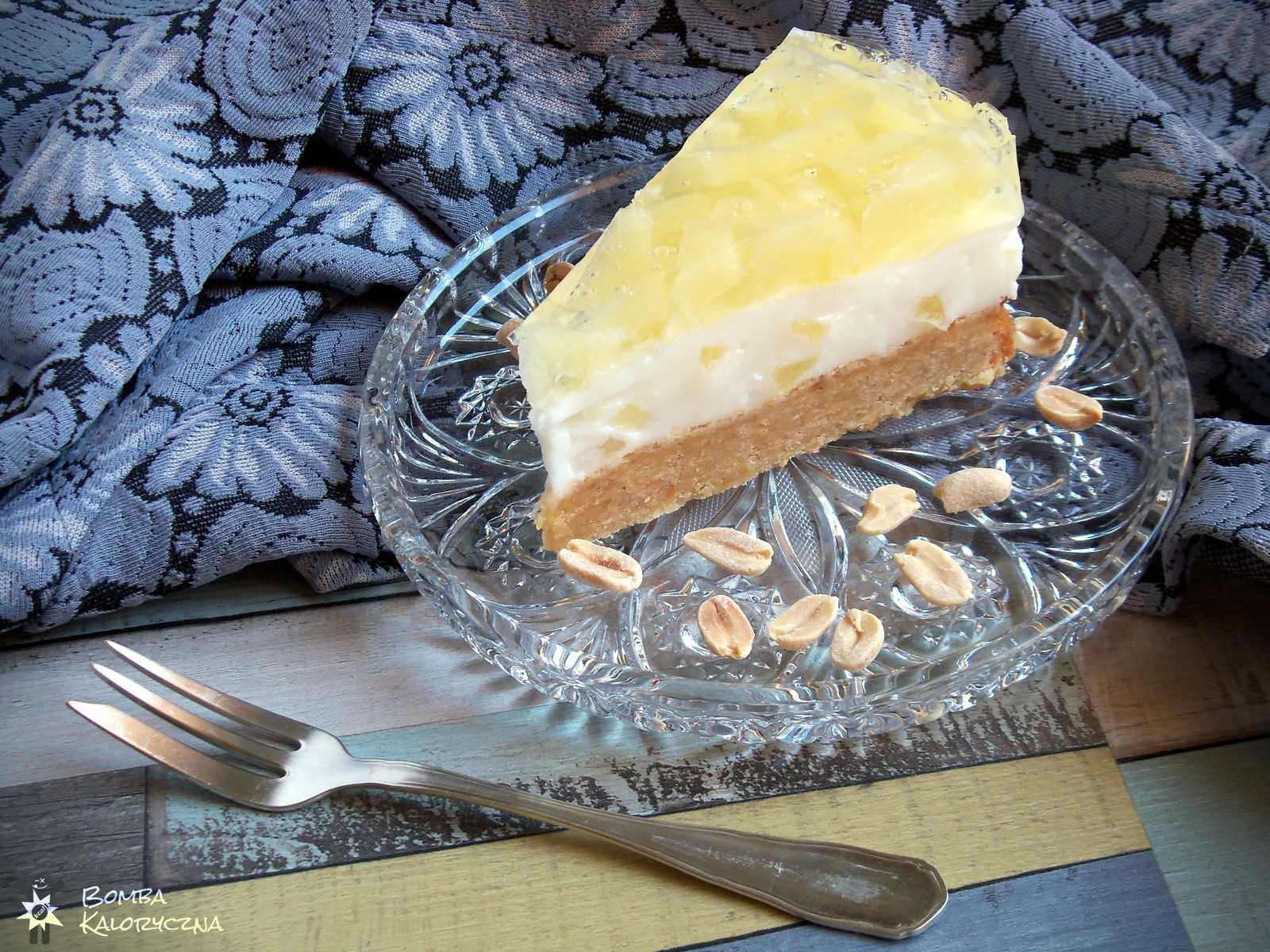 Ananasowiec naarachidowym spodzie — tort ananasowy